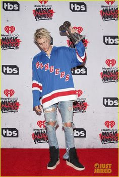Justin Bieber Takes Home Three Awards at iHeartRadio Music Awards 2016: Photo #951336. Justin Bieber shows his support for Rangers hockey as he holds up his awards backstage at the 2016 iHeartRadio Music Awards held at The Forum on Sunday (April 3)…