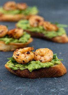 Bruschetta met scampi & avocado - Vicky van Dijk Bruchetta, Low Carb Recipes, Cooking Recipes, Healthy Recipes, Bruschetta Recept, Avocado Recipes, High Tea, Tapas, Food Porn