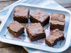 מתכון לבראוניס שוקולד מעולים. כמה מעט מרכיבים, ואיזו תוצאה חלומית: אבקת הנוגט מוסיפה אגוזיות מתקתקה, אבל גם בלעדיה - מדובר במתכון ששווה לשמור