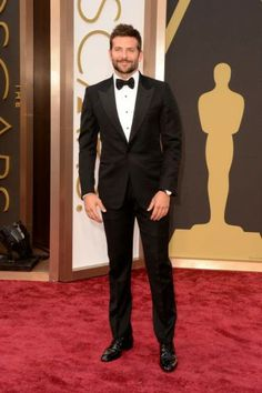 bradley cooper oscars 2014 red carpet 02 Bradley Cooper is one handsome guy on the red carpet at the 2014 Academy Awards held at the Dolby Theatre on Sunday (March in Hollywood. The actor… Kelly Osbourne, Best Dressed Man, Well Dressed, Bradley Cooper Oscar, Tom Ford Tuxedo, Irina Shayk, Fairytale Gown, Dapper Men, Cate Blanchett