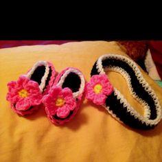 Crochet baby flower slippers and headband