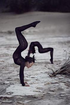 Amazing yoga photos every day ❤ #yoga #yogi #yogapose #yogainspiration #antigravity #acroyoga #ashtanga #bikram #hotyoga #healthylife #health #meditation #namaste #happiness #stretch #beauty #balance #love #om