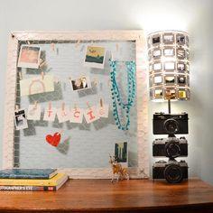 Candeeiro de máquinas fotográficas e slides reciclados em conjunto com moldura de rede para recadinhos. ♥