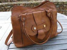sac à main en cuir couleur camel des années par PrettyFrenchAttic