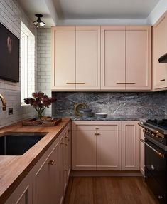 This kitchen designed by might be my absolute favorite 💗 When I think pink cabinets, I think atomic.this is sophisticated, elegant, and elevated. Could you do a pink kitchen? Kitchen Interior, Home Decor Kitchen, Kitchen Cabinets, Kitchen Trends, Kitchen Room, Home Kitchens, Kitchen Cabinet Colors, Kitchen Style, Kitchen Design