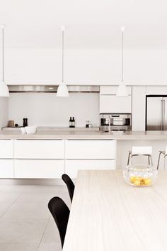 white and wood modern kitchen - this is something that I imagine my kitchen to look like, accentuated with benchtop kitchen herbs to add a little LIFE into the space.. ;)