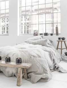 How to create a cozy and lovely interior in your bedroom space the Scandinavian way, for the ultimate hygge environment at home. // That Scandinavian Feeling blog