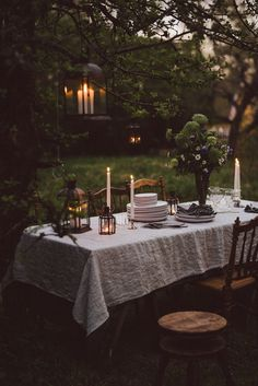 String Lights Outdoor Wedding - New ideas Backyard String Lights, Diy Wedding Reception, Wedding Summer, Al Fresco Dining, Deco Table, Outdoor Dining, Outdoor Spaces, Outdoor Lighting, Tablescapes