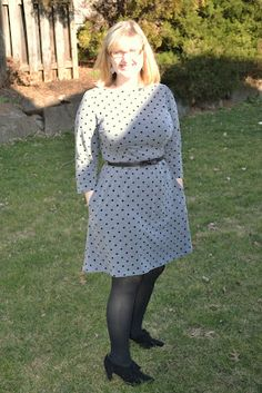 Colette Patterns, Peony is a boat neck dress with an A-line skirt. A very simple design, but a very cla. Colette Patterns, Boat Neck Dress, Fashion Sewing, A Line Skirts, Simple Designs, Peonies, Polka Dots, Knitting, Erika