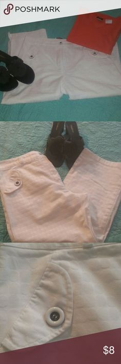 """White cotton capris EUC...NICE WHITE ON WHITE PATTERN.  Front faux pockets with cute black & white buttons.  Sits at waist and has beltloops.  Legs have a 3"""" slit at sides.  Must have for summer fun! COM'ELLE Paris Pants Capris"""