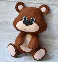 Bear Felt, Bear Toy, Baby Crafts, Felt Crafts, Sewing Toys, Felt Toys, Stuffed Animal Patterns, Diy For Girls, Felt Ornaments
