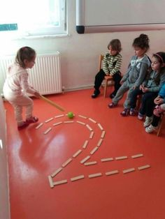 Bild kindererziehung aluno on aluno bild kindererziehung mathe how to set up the science center in your early childhood classroom Gross Motor Activities, Gross Motor Skills, Montessori Activities, Classroom Activities, Toddler Activities, Learning Activities, Preschool Activities, Kids Learning, Number Games Preschool