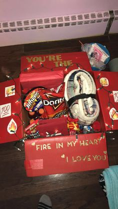 :) for best friends care packages Care package for boyfriend Diy Best Friend Gifts, Friend Valentine Gifts, Cute Gifts For Friends, Birthday Presents For Friends, Bestie Gifts, Cute Birthday Gift, Birthday Gift Baskets, Diy Gifts For Him, Happy Birthday Gifts