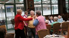 Ein Tanz im Einkaufszentrum beim Dreh vom Musik Video Spark of Life #Alter #Lebensfreude