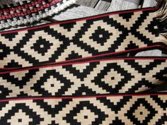 I love comparing the fine double-weave belt from Argentina, below, with its bold black and white pattern, to the precise black and white ikat work done by the Mapuche weavers of Argentina and Chile…two completely different processes that create superficially similar results.