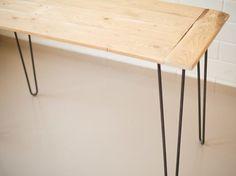 DIY-Anleitung: Tisch aus alten Dielen und Hairpin Legs bauen via DaWanda.com