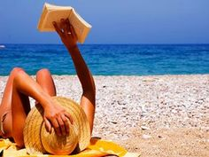 this list ins't full of chick-lit and over-hyped best sellers. It's actually a good list of interesting reads! / 22 Books for Your Ultimate Summer Reading list Summer Books, Summer Reading Lists, Beach Reading, Girl Reading, Reading Books, Beach Bum, Summer Beach, Beach Hair, Beach Pool
