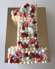 Så va ettårskalaset avklarat 🎁 #numbercake #siffertårta #ettårskalas #ettårstårta #gräddtårta #jordgubbar #hallon #jordgubbstårta #hembakat… 1st Birthday Cakes, Girl First Birthday, First Birthday Parties, First Birthdays, Cake Decorating For Beginners, Beautiful Birthday Cakes, Number Cakes, Bread Cake, Cake Art