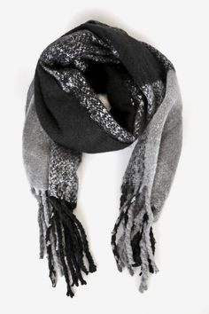 You'll be cute and cozy when you bundle up in the Lulus Hold You Tight Black Multi Plaid Oversized Fringe Scarf! Ultra-soft oversized scarf with fringe. Fringe Scarf, Fringe Trim, Cute Scarfs, Oversized Scarf, Retro Outfits, Cashmere Scarf, Plaid Pattern, Womens Scarves, Black And Grey