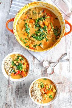 DiesesOne Pot Auberginen, Kürbis und Kichererbsen Curry ist so einfach und lecker, dass man es jede Woche essen kann. Es ist vegan und glutenfrei.