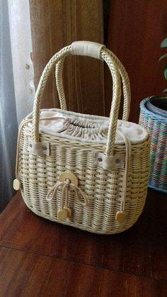 Wood Basket, Paper Basket, Basket Bag, Leather Bags Handmade, Handmade Bags, Artist Bag, Recycled Magazines, Basket Crafts, Diy Handbag