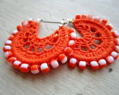 Artículos similares a Crocheted Hoops with beads winter morning en Etsy