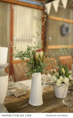 Table flowers- fynbos & roses | Photography: Kim Tracey, Flowers: The Green Chameleon