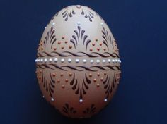 Set of 3 Decorated Brown Chicken Eggs, Polish Pysanky, Wax Embossed Eggs Cool Easter Eggs, Easter Egg Crafts, Easter Art, Polish Easter, Egg Shell Art, Easter Egg Designs, Egg Art, White Gift Boxes, Scrappy Quilts