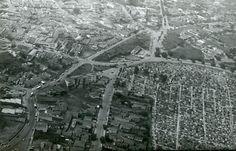 1970 - Vista aérea do Cemitério da Lapa (antigo Cemitério da Goiabeira). À esquerda na horizontal as ruas Cerro Corá, em seguida a avenida Queiróz Filho. E cruzando, temos a avenida Diógenes Ribeiro de Lima e mais próxima ao cemitério, a rua Barbalha.