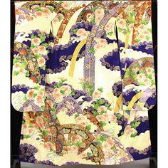 白地に大きな紗綾形地文が全体に入っていて 青い大きな雲取りに鹿子柄や花、亀甲など様々な柄が入った大きな熨斗や片輪車が入っていて、その周りに菊の花や波柄が入っています。  羽織 身丈125cm/裄丈65cm/袖丈105cm/前巾26.5cm/後巾31cm 長襦袢は薄桃色の地に、地文や桃色で梅の花柄が入っています。  インパクトのある大きな柄の豪華な振袖に、可愛らしい桃色の長襦袢が素敵なセット着物です。   【楽天市場】振袖長襦袢付き 白 大きな青の雲取りや熨斗に片輪車 【中古】【リサイクル着物・リサイクルきもの・アンティーク着物・中古着物】:ビスコンティ&きもの忠右衛門