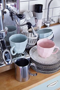 After breakfast, who wants to do the dishes?