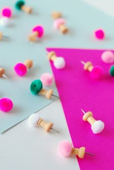 DIY mini pom pom pushpins