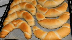 Tejes kifli Bread Dough Recipe, Hungarian Recipes, Best Food Ever, Baking And Pastry, Hot Dog Buns, Bagel, Hamburger, Food And Drink, Kuchen