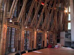Simón Vélez – Arquitectura en guadua | Kuentero Alexander Von Humboldt, Bamboo Building, Bamboo Design, Cabins In The Woods, Pavilion, Construction, Architecture, Room, Furniture