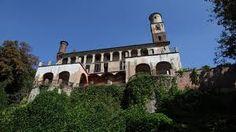(XII s.) Le château du Drosso (au sud de la ville de Turin); c'était la résidence des propriétaires des terrains agricoles qui entouraient le château.