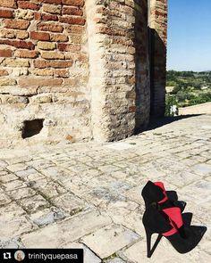 Oggi sole bei paesaggi e soprattutto SCARPE!  Seguiteci qui  #SeeWhatYouWearTour #Repost @trinityquepasa with @repostapp  #DaniloDiLea #shoes #Italy #igers #igersfermo #marche by danilodilea
