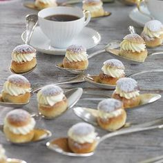 Minisemlor - Hemmets Journal Mini Desserts, No Bake Desserts, Bagan, Candy Recipes, Dessert Recipes, Swedish Recipes, Breakfast Bake, Bread Baking, Finger Foods
