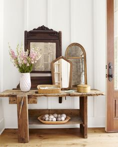 Vintage Farmhouse Decor Lauren Crouch Georgia Farmhouse - Southern Farmhouse Decorating Ideas - This farmhouse is one for the history books. Southern Farmhouse, Country Farmhouse Decor, Modern Farmhouse Style, Farmhouse Style Decorating, Country Living, Cottage Farmhouse, Southern Style, Rustic Gallery Wall, Shabby