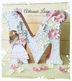 Artesanía Laria: LETRA PARA COMUNIÓN M Wallpaper, Flower Background Wallpaper, Flower Backgrounds, Crate Crafts, Diy And Crafts, Arts And Crafts, Newborn Shadow Box, Letter A Crafts, Wood Letters