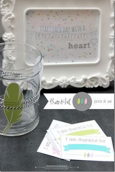 Thankful Print and Thankful Jar - great idea for Thanksgiving to get the whole table involved in what they are thankful for | @mamamissblog