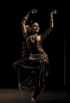 odissi performance by kaustavi sarkar Folk Dance, Dance Art, Shall We Dance, Just Dance, Dancer Photography, Indian Classical Dance, Dance Paintings, India Art, Dance Movement