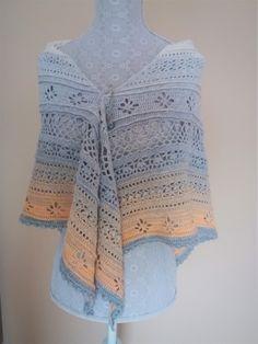 Színátmenetes horgolt kendő, télen sálnak, nyáron kendőként viselhető. Mérete: 180 x 83 cm