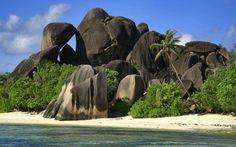 Anse Source d'Argent, Seychelles - Best Secret Beaches on Earth Visit Maldives, Maldives Travel, Places To Travel, Places To See, Travel Stuff, Wanderlust, Beaches In The World, Am Meer, Beach Town