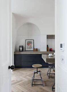 Industrial Kitchen With Oak Herringbone Floor And Deep Blue Cupboards - Source: Contemporary Lighting Kitchen Tiles, Kitchen Flooring, New Kitchen, Kitchen Black, Parquet Flooring, Stylish Kitchen, Kitchen Island, Home Interior, Kitchen Interior