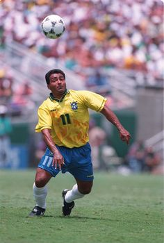 Romário de Souza Faria, Brasil (Vasco da Gama, PSV, Barcelona, Flamengo, Valencia, Fluminense, Al-Sadd, Miami FC, Adelaide United, América FC, Brasil)