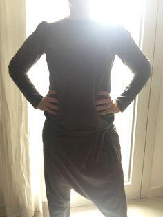Stamani per una gita al mare sono in total look libert T : tuta in jersey grigio fume' :sarouel e felpina con spallina arricciata un po' new romantic!! buon weekend!!!!