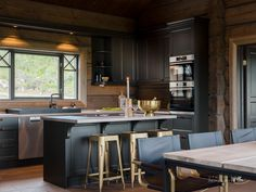Nyoppført lekker hytte med flott og attraktiv beliggenhet. | FINN.no Cozy Cabin, Cozy House, Wooden House, Kitchen Cupboards, Küchen Design, Log Homes, Modern House Design, Bungalow, Furniture Design