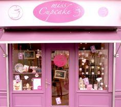 Miss Cupcake Montmartre Paris Fashion Shop Interior, Miss Cupcake, Cupcake Boutique, Beauty Salon Decor, Paris Shopping, Coffee Shop Design, Bakery Design, Cafe Shop, Shop Fronts
