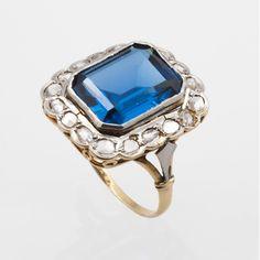 87121b8c81c6 Sortija art-decó orlada de diamantes. Oro Blanco ...
