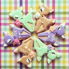 Trigo e Cana - Hand made Icing cookies - - Bambi Circle Cookies For Kids, Fancy Cookies, Iced Cookies, Cute Cookies, Royal Icing Cookies, Cookies Et Biscuits, Cookie Frosting, Cupcakes, Cupcake Cookies